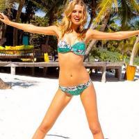 Toni Garrn sexy bikini