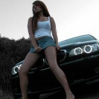 Bombázó lány autós  fényképe