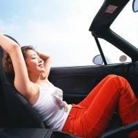 Bombázó nő autós  felvétele