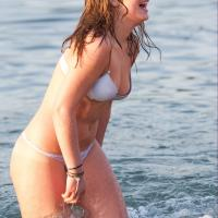 Dögös bikinis lány fényképe