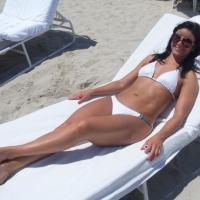 Gyönyörű bikinis lány képe