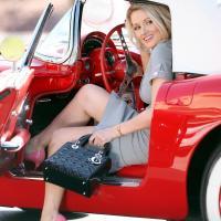 Lenyűgöző lány autós  felvétele