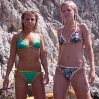 Napi bikinis csaj – Bal vagy jobb oldali