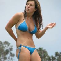 Napi bikinis csaj – Ha neked is bejön akkor Like