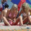 Napi bikinis csaj – Két szöszi
